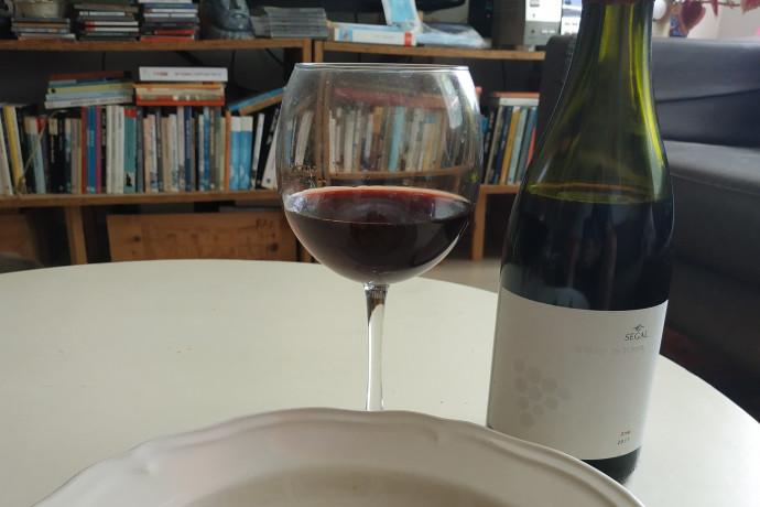 חיליק גורפינקל מבשל ושותה: סופריטו בשר, ויין מפתיע במיוחד