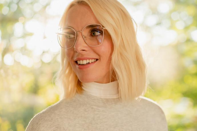 פיתוח חדשני: ציפוי לעדשות משקפיים שהורג 99.9% מהווירוסים והחיידקים