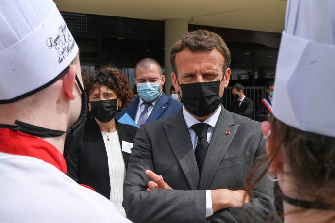 עיתונאי מסביר: כיצד התאפשר למפגין לסטור לנשיא צרפת מקרון?