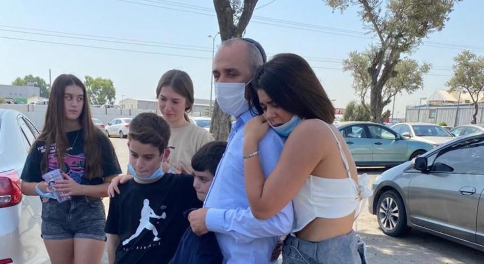 אנג'ל ברנס ואביה לאחר שחרורו מהכלא