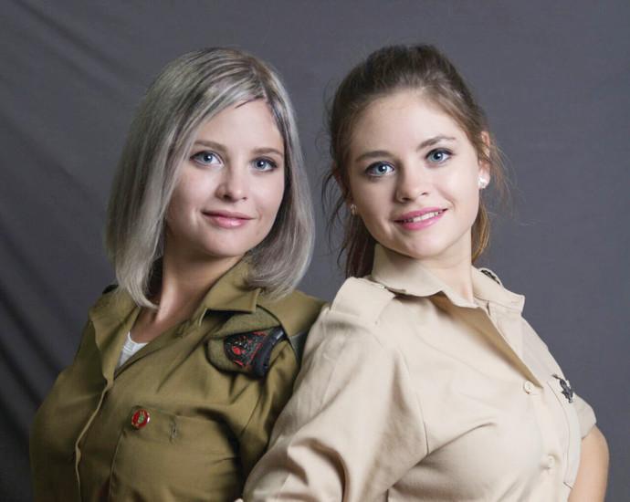 האחיות התאומות נטשה (מימין) ומריה ראדו, חיילים בודדים