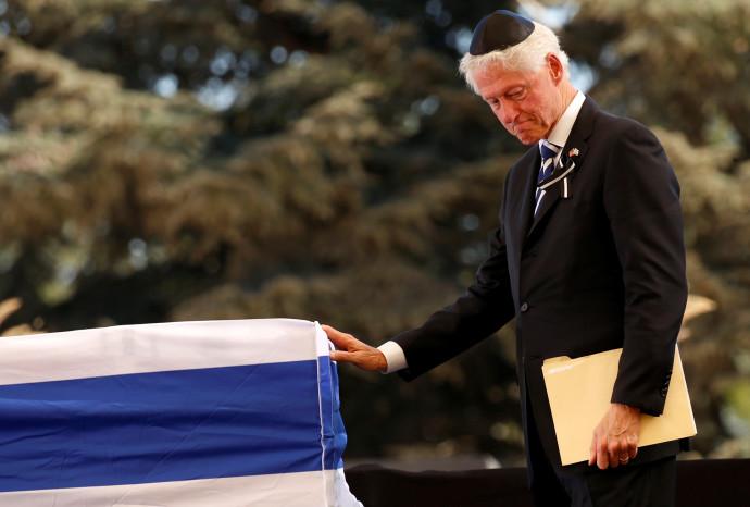ביל קלינטון בהלווייתו של שמעון פרס