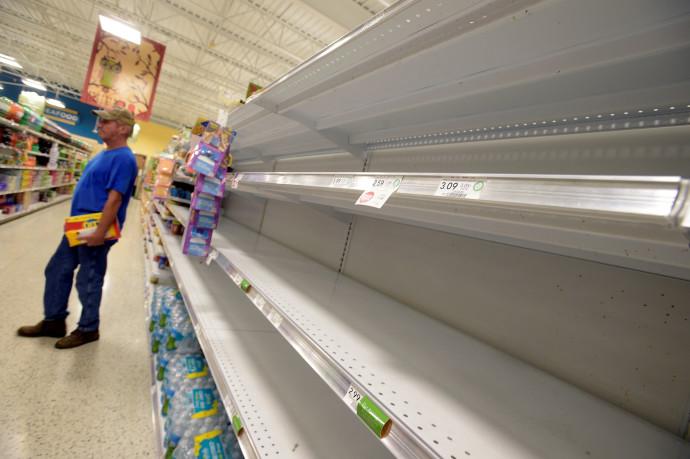 מדפים ריקים בפלורידה לקראת הוריקן מת'יו