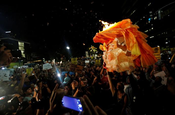 מפגינים נגד טראמפ בלוס אנג'לס