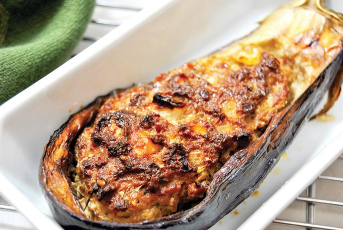 סירות חצילים ממולאות בקינואה ופירות יבשים, אוכל, פסקל