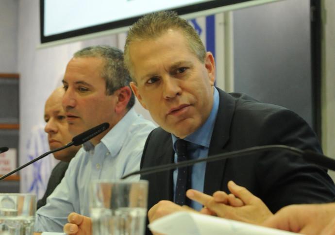גלעד ארדן במסיבת העיתונאים על מדיניות הקנאביס החדשה