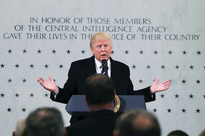 דונלד טראמפ בביקורו במטה ה־CIA בלנגלי, לאחר ההשבעה