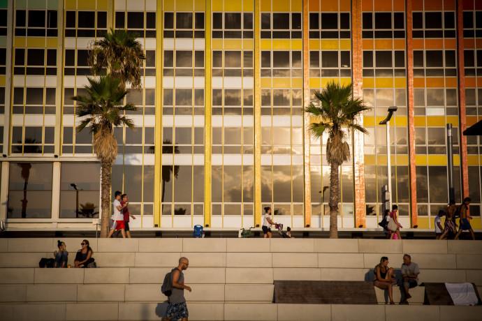 יום שמש נעים בתל אביב