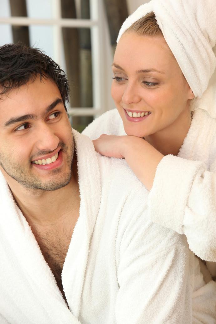 זוג אחרי מקלחת