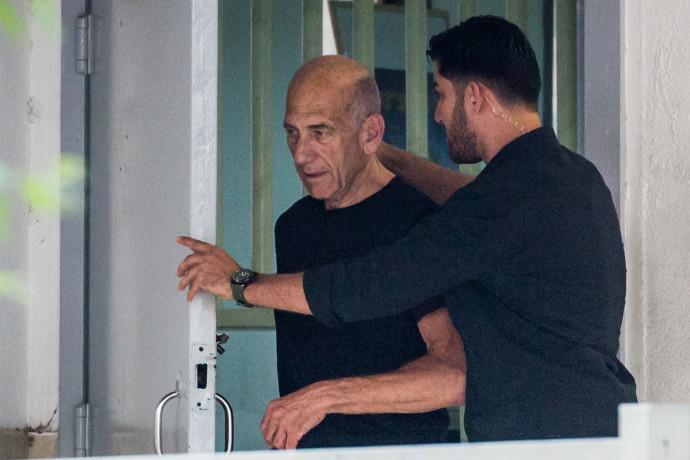 אהוד אולמרט משתחרר מהכלא
