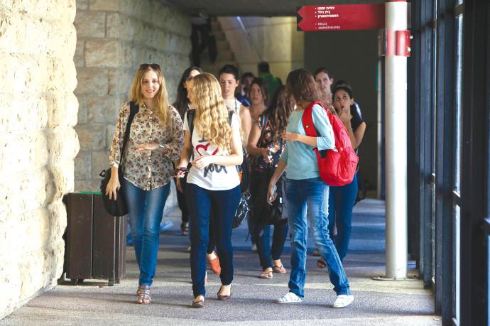 סטודנטיות באוניברסיטה העברית, למצולמות אין קשר לידיעה