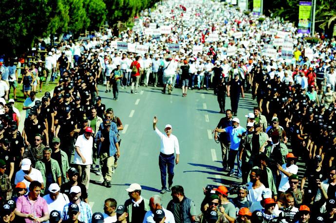 מצעד המחאה של מנהיג האופוזיציה בטורקיה
