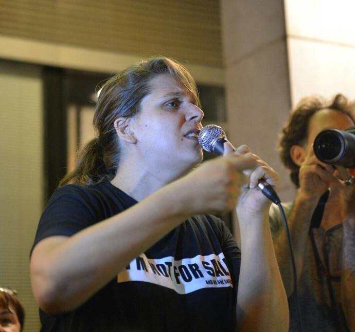 דפני ליף בהפגנה בפתח תקווה