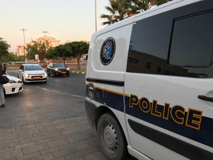 ניידת משטרה בפתח תקווה