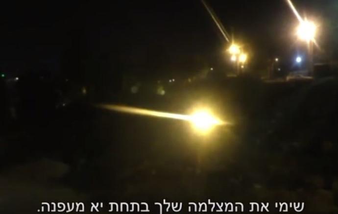 מתנחלים מקללים פלסטינים בחברון