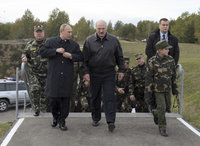 """נשיא רוסיה פוטין לצד נשיא בלארוס לוקשנקו בתרגיל """"זאפאד"""" הקודם"""
