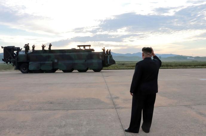 קים ג'ונג און עם חיילי קוריאה הצפונית