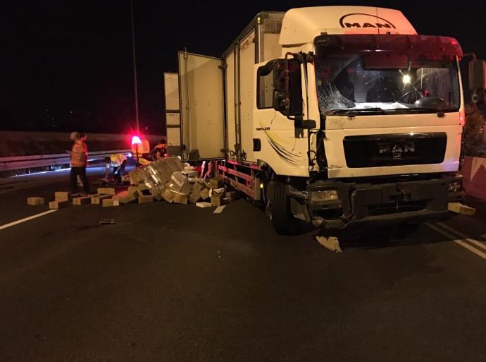 המשאית מהתאונה בכביש 4