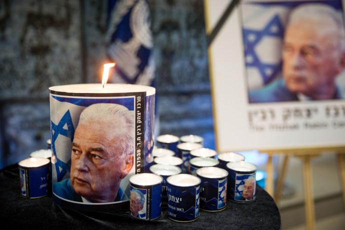 """נרות זיכרון בטקס האזכרה ליצחק רבין ז""""ל"""