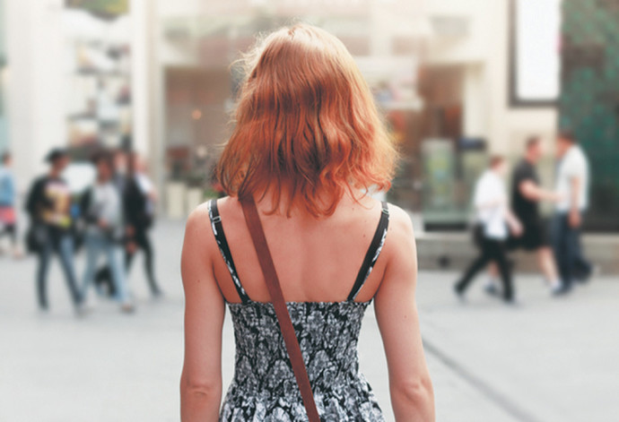 אישה ברחוב, אילוסטרציה