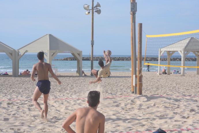 חוף ים בתל אביב