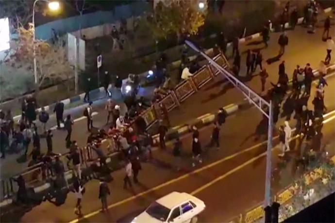 מפגינים ברחובות טהרן