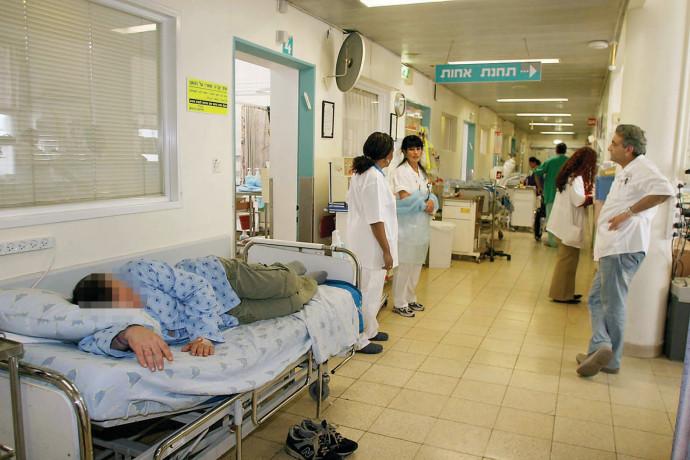 חולים במסדרון בית החולים, ארכיון