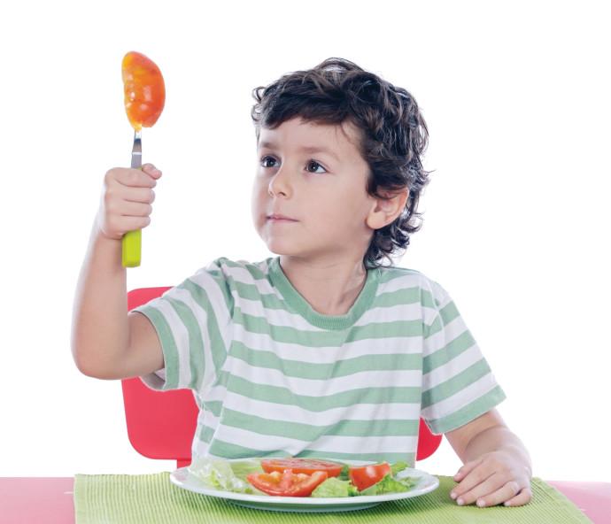 ילד אוכל