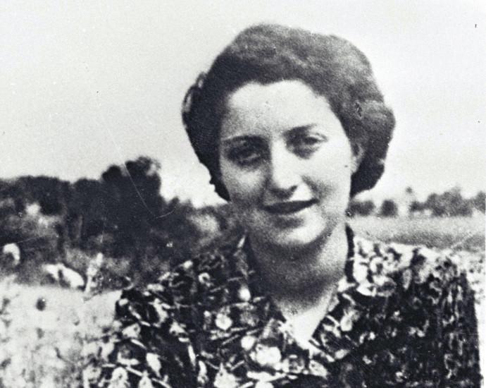 חנה סנש בקיבוץ שדות ים שנת 1939
