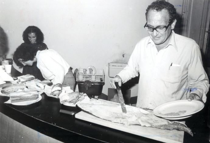 """שאול אברון ב""""הקיוסק"""", 1981"""