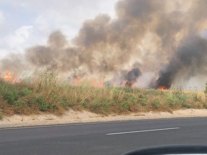 שריפה בשדה בעוטף עזה שנגרמה מבלון תבערה