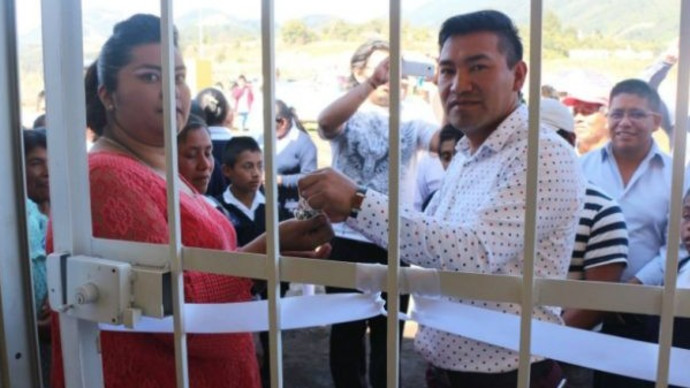 התושבים חטפו את ראש העיר