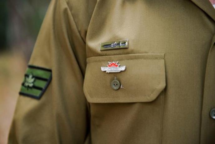 חייל עם הדרגות החדשות