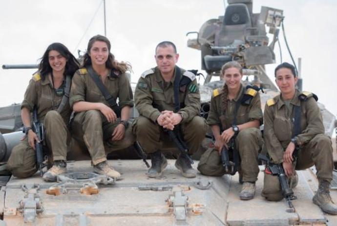"""לוחמות בשריון עם קצין שריון ראשי תא""""ל חסון"""