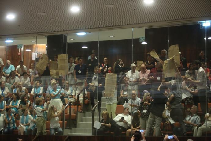מחאה במליאת הכנסת בדיון על חוק הלאום
