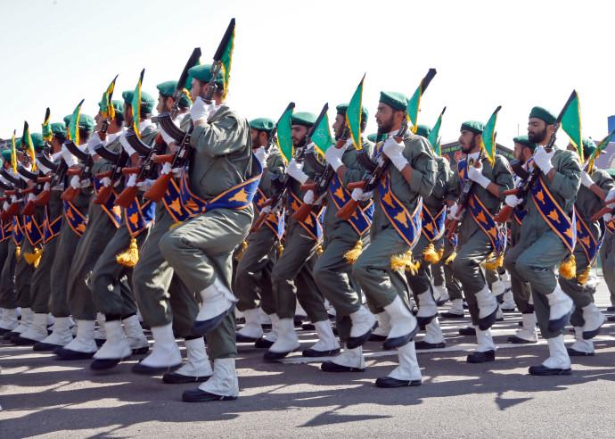 חיילים איראנים במצעד צבאי