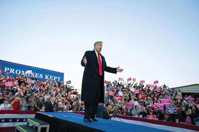 טראמפ נואם באלינויי