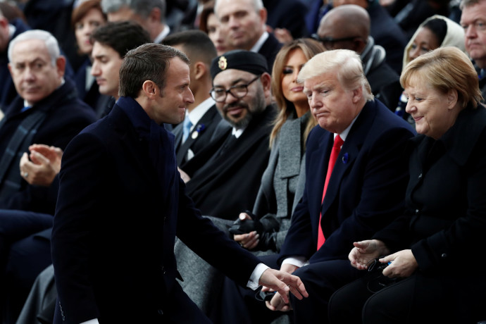 אנגלה מרקל, דונלד טראמפ, עמנואל מקרון ובנימין נתניהו (ברקע)