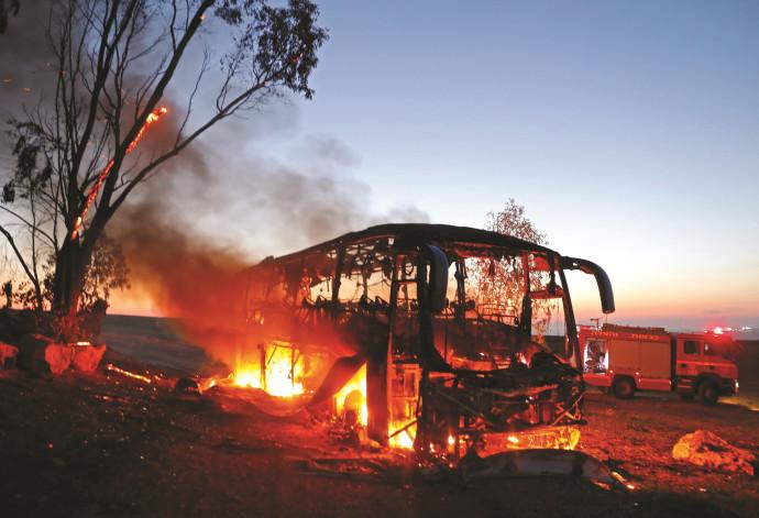 """אוטובוס החיילים שנפגע מנ""""ט בעוטף עזה"""