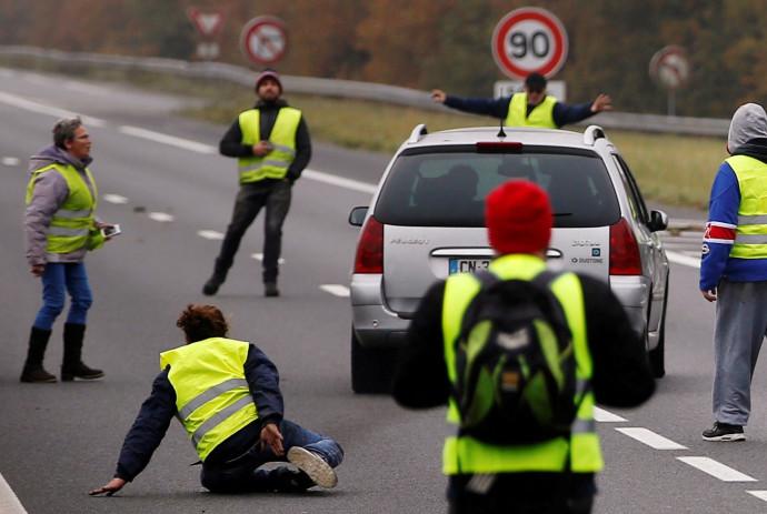 נהג דורס מפגינים בצרפת