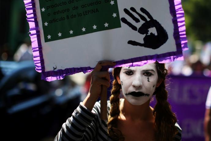 הפגנת נשים ביום המאבק באלימות נגד נשים