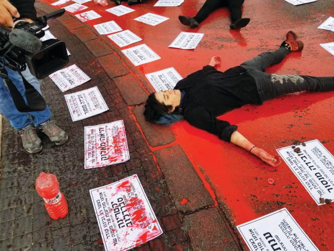 הפגנה ומיצג נגד אלימות כלפי נשים בירושלים