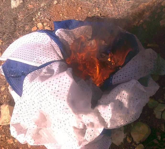 """שריפת דגל ישראל ע""""י פעילי ימין קיצוני"""