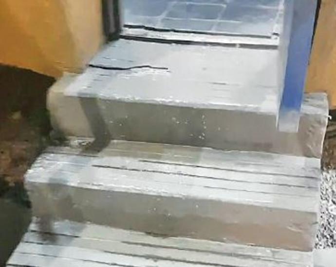 """המדרגות לשירותי הנכים בתחנת פז בת""""א"""