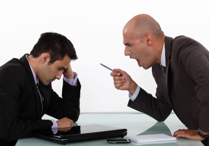 קשיים בהתנהלות מול הבוס בעבודה