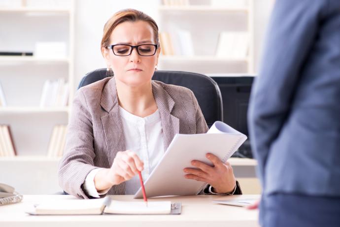 קושי בהתנהלות מול הבוס במקום העבודה