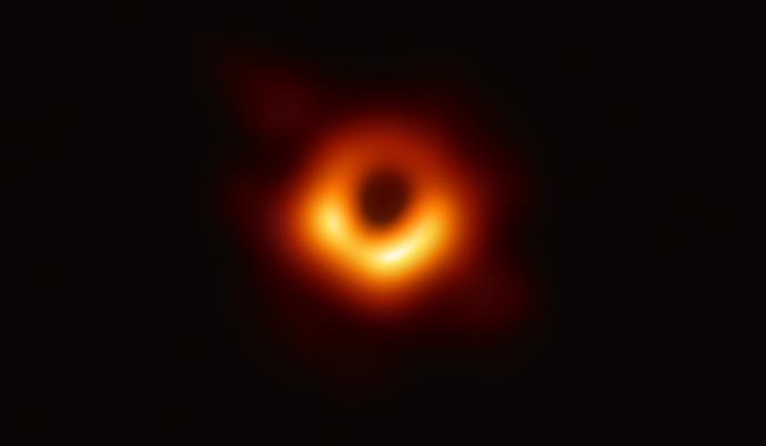 תמונה ראשונה של חור שחור