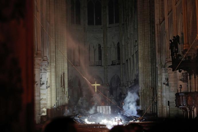 קתדרלת נוטרדאם אחרי השריפה