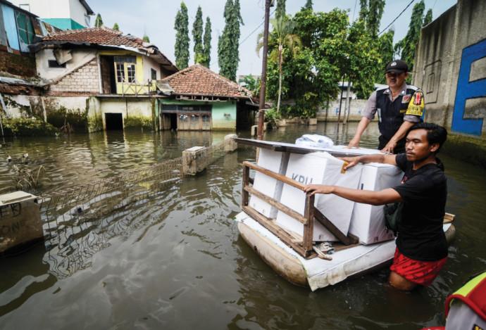קלפיות בדרך לחוף מבטחים באינדונזיה