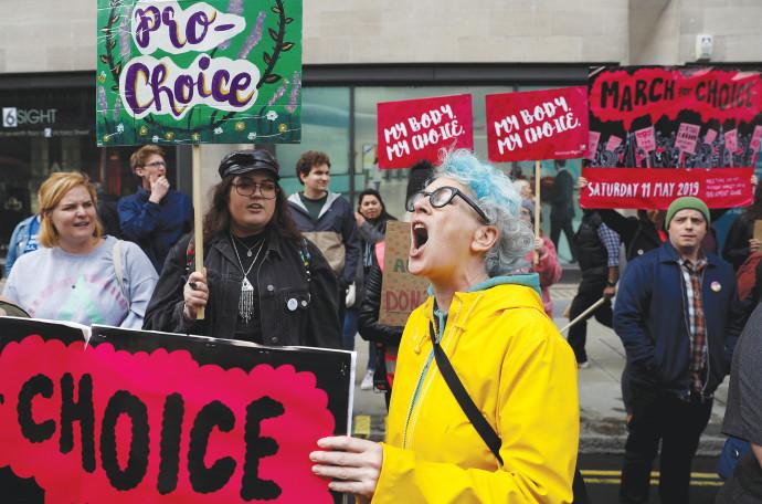 מפגינות נגד הצעת החוק באלבמה